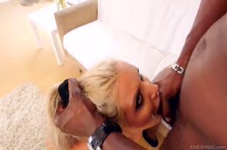 Большие дойки Nina Elle привлекли черного самца #4