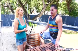 Грудастая Sloan Harper соблазнилась на мускулистого соседа #1