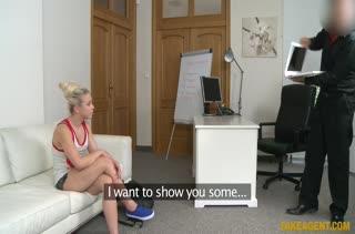 Пошлая блондиночка наслаждается порно кастингом #1