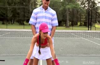Худенькая теннисистка спаривается прямо на корте #1