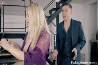 Сексуальная Abigail Mac в чулках кувыркается на работе #1