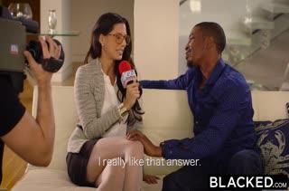 После романтического ужина девка решается опробовать черный хер #2