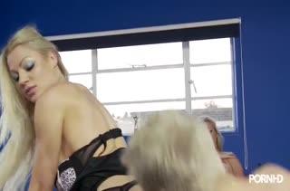Грудастые блондинки полицейские пользуются служебным положением #2