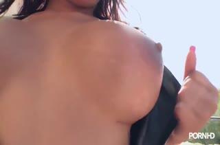 Фигуристая Angel Rivas принарядилась в секс костюм