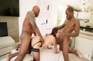 Черные парни разводят Violet Starr на групповуху