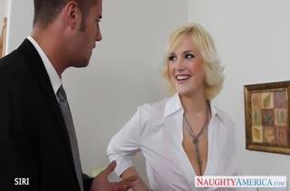 Пухлая блондинка рада покувыркаться с коллегой #1