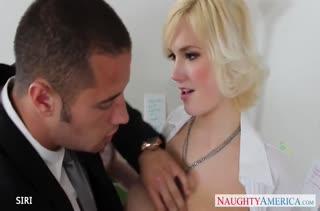 Пухлая блондинка рада покувыркаться с коллегой #2