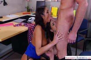 Две сисястые бабенки соблазняют начальника на секс #2