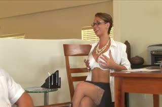 Шикарную дамочку в чулках страстно отымели в офисе #1