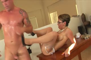 Шикарную дамочку в чулках страстно отымели в офисе #6