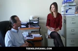 Молодая сотрудница зарабатывает повышение аналом #2