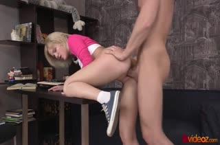 Робкая блондиночка согласилась попробовать в анальчик