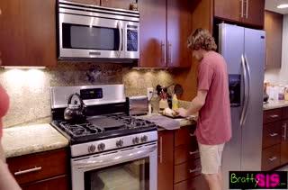 Чел смачно шпилит беловолосую Tiffany Watson на кухне #5