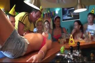 Пьяные девки устраивают любительский групповой трах #2