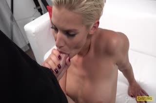 Блондинку на кастинге жестко чпокнули от первого лица #4