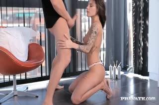 Стриптизерша Nikita Bellucci умеет завести на секс