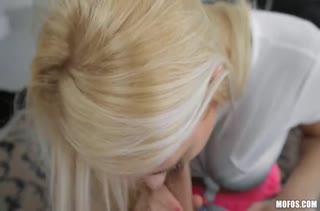 Блондинка предложила другу транслировать порно в интернет #4