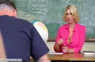 Сисястая училка зажигает со студентом после занятий #1